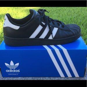 Black Adidas Superstar 2k